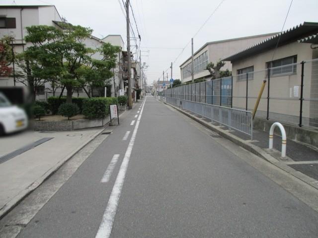 前面道路は一方通行です。