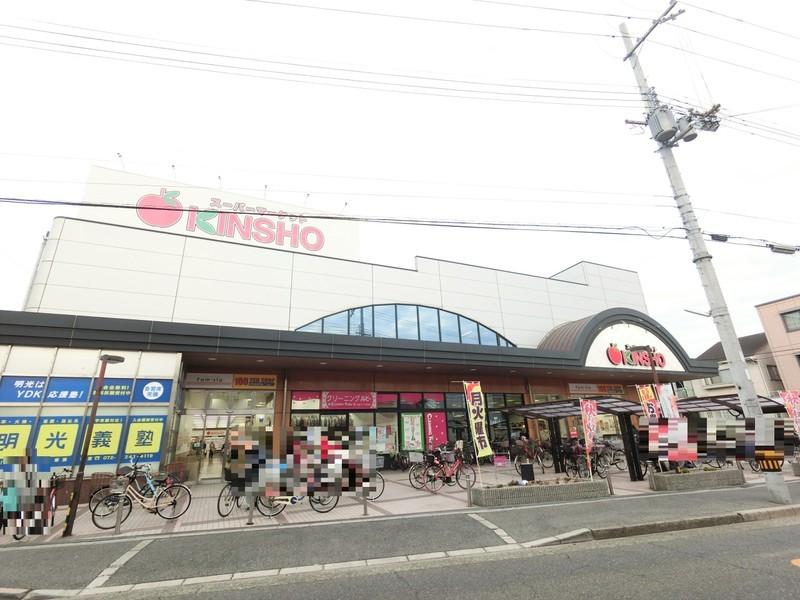スーパーまで徒歩1分ですよ。毎日のお買い物にもとても便利ですね。