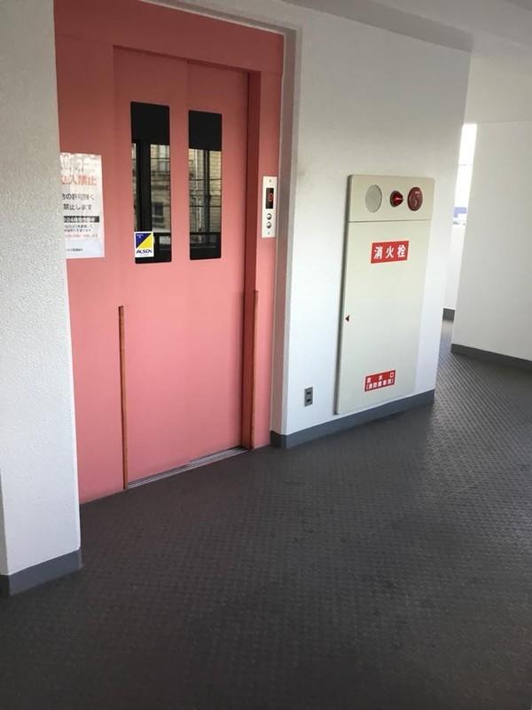 エレベーターから一番近いお部屋です。