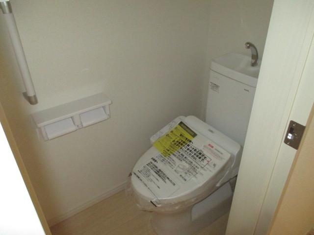 1・2階 トイレ洗浄暖房機能付き