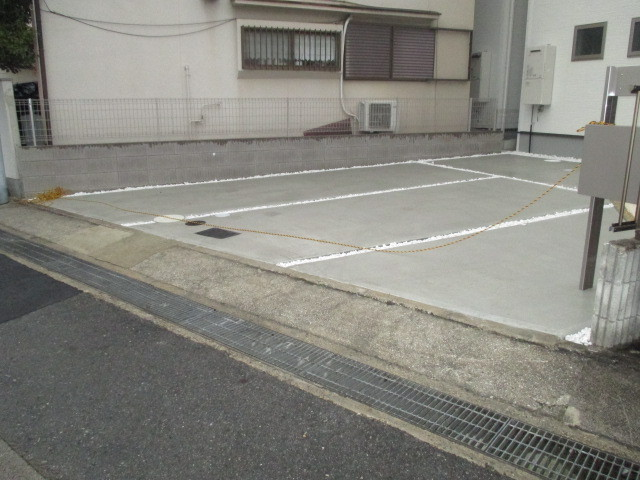 駐車スペース 2台プラスアルファのスペース