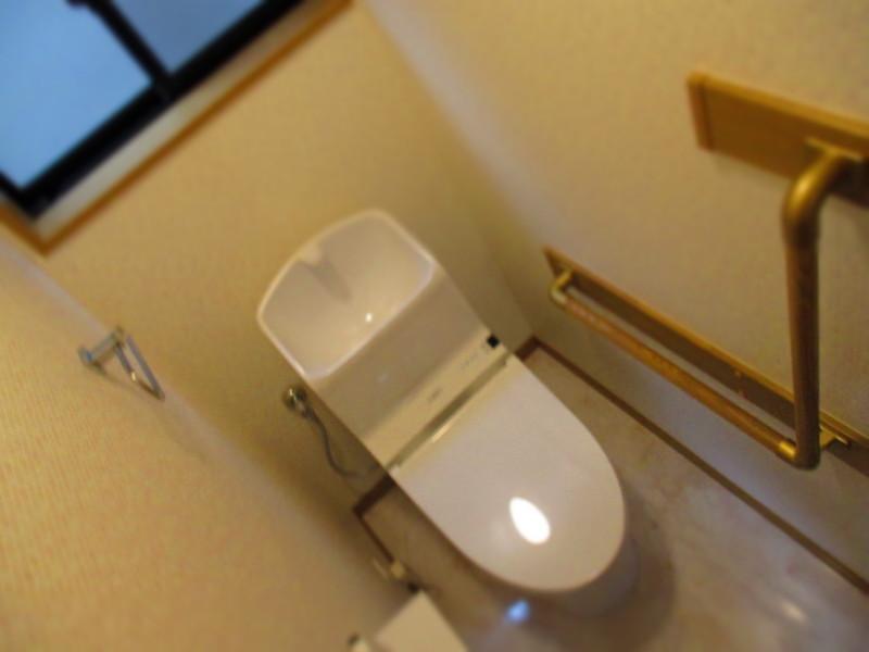 2Fトイレは手すり付きです