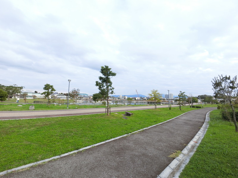 市民の憩いの場「原池公園」まで、徒歩11分