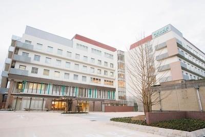 公益財団法人浅香山病院まで968m 人々のために、地域のために、社会のために、健康と幸せを追求し、信頼される病院を目指すことを病院理念としており、総合科や精神科があります。