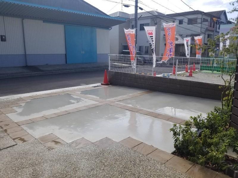 駐車スペース。駐車は2台可能です。