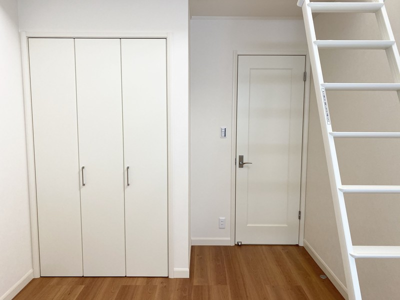 ロフト下に収納スペース。使い方は無限大で、自由な部屋作りが出来ます。