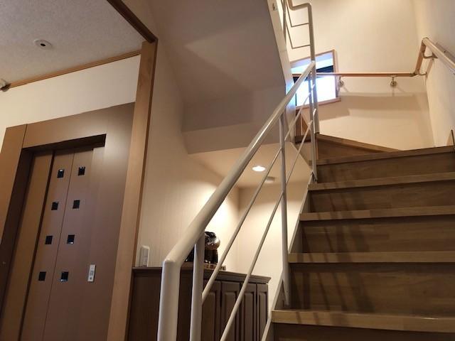 階段も玄関を入ってすぐのところです。