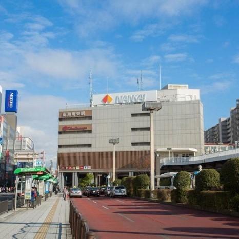 南海高野線 堺東駅まで徒歩約8分。商店街と、市役所や裁判所など官庁街が隣接する堺市の東の玄関口です。また、難波駅までの所要時間は約11分と、市内へのアクセスにも便利です。