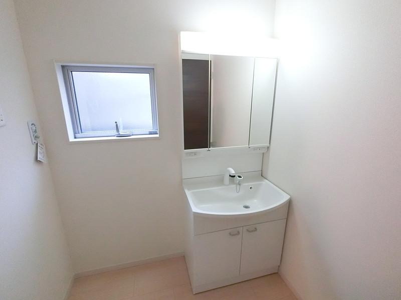 三面鏡タイプの洗面化粧台
