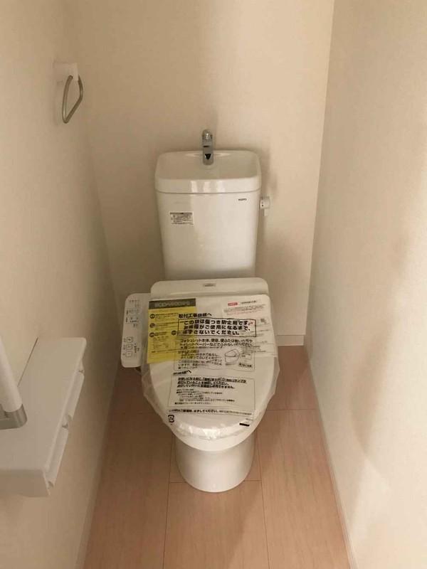 温水洗浄便座付きの節水トイレ