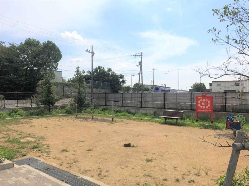 近くに公園もあります。