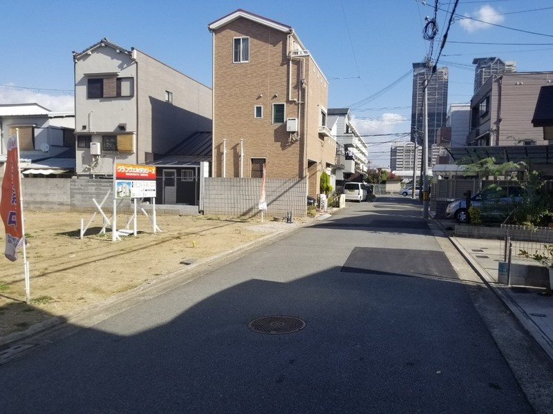 前面道路5.45mで、車の出入りもスムーズです。