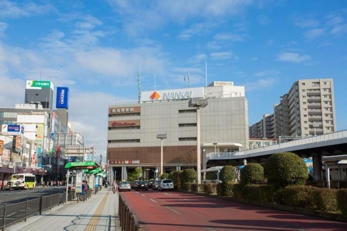 南海高野線 堺東駅まで徒歩約9分。商店街と、市役所や裁判所など官庁街が隣接する堺市の東の玄関口です。また、難波駅までの所要時間は約11分と、市内へのアクセスにも便利です。