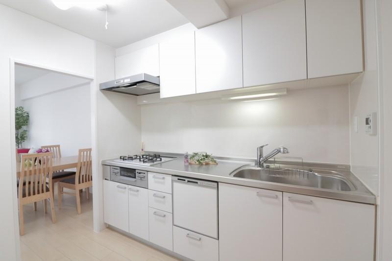 キッチンも白にしています