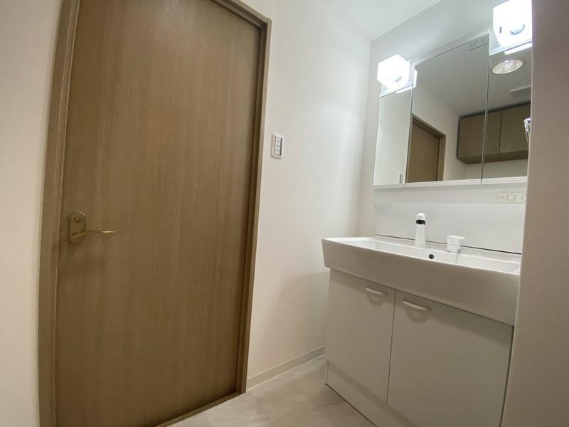 洗面脱衣所:快適なシャワー付洗面台