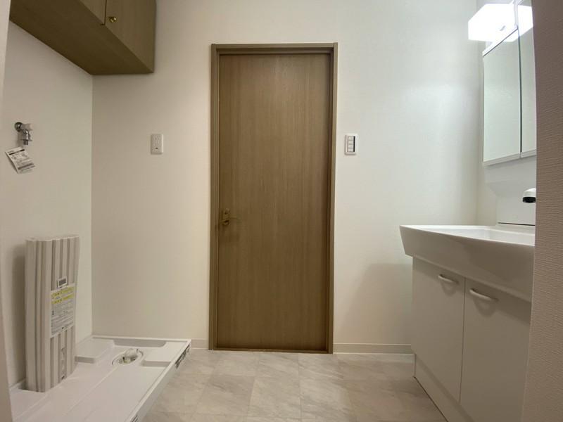 洗面脱衣所:ゆとりの洗面スペースで朝の身支度もスムーズに