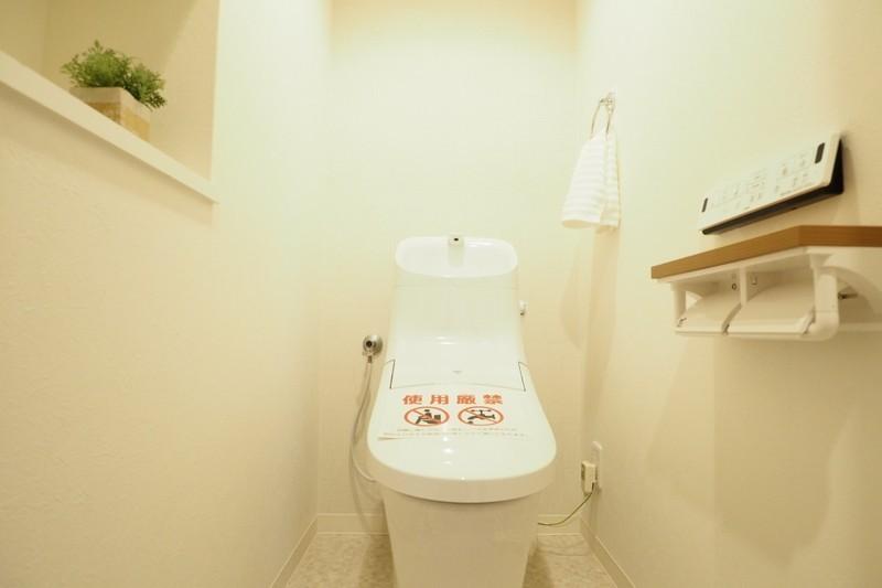 トイレはもちろん温水便座、棚もあるので嬉しいですね