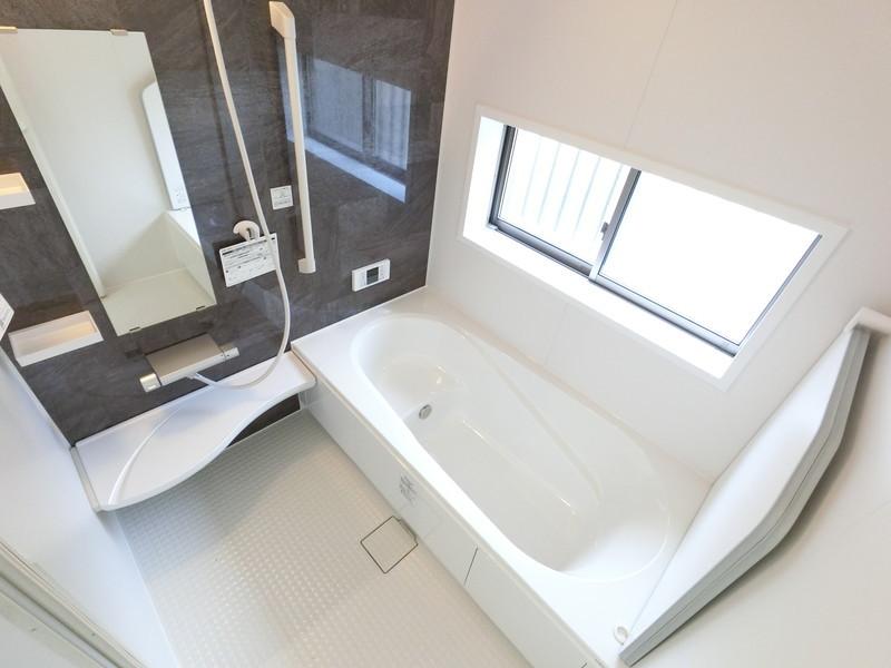 浴室蓋の支えがあるので、倒れてくる心配はありません