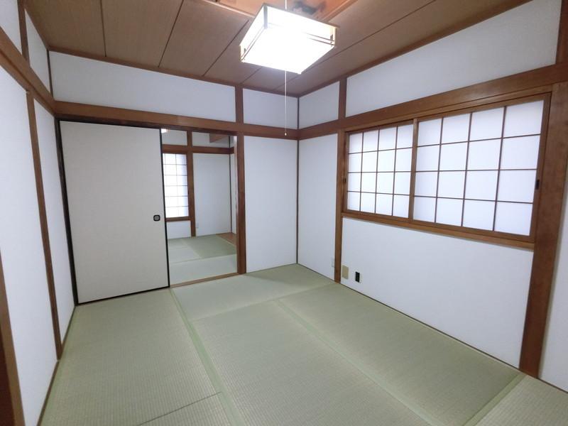 和室:畳新調しました。横になれる和室は、みんながホッとする空間。