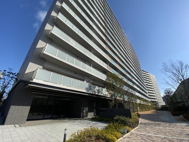 15階建て 2018年築の駅近マンション。ぜひ現地でその立地の良さを感じてください