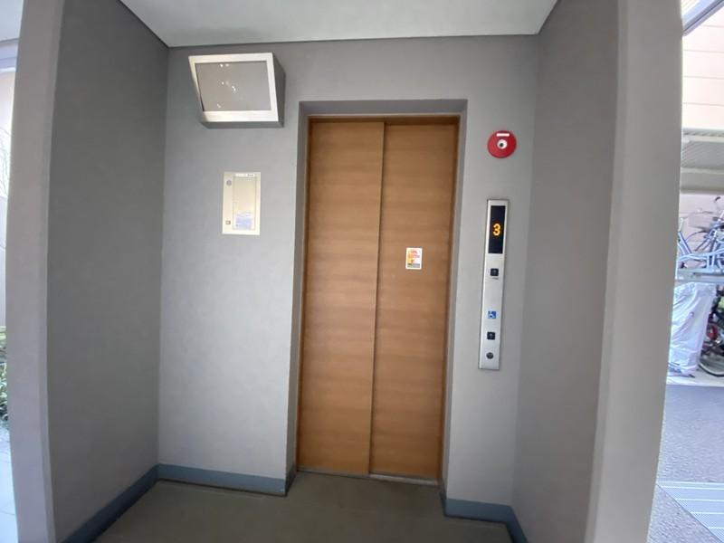 エレベーターは2基1階なので使いませんが。