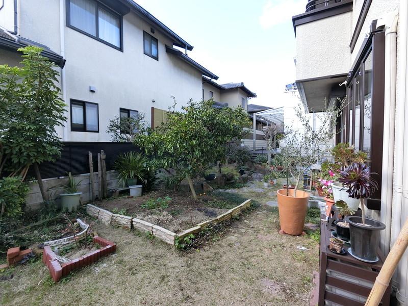 【お庭】■ガーデニングや家庭菜園で緑の潤い溢れる暮らしを■元気なお子様のお外遊びも、自宅のお庭なら安心♪