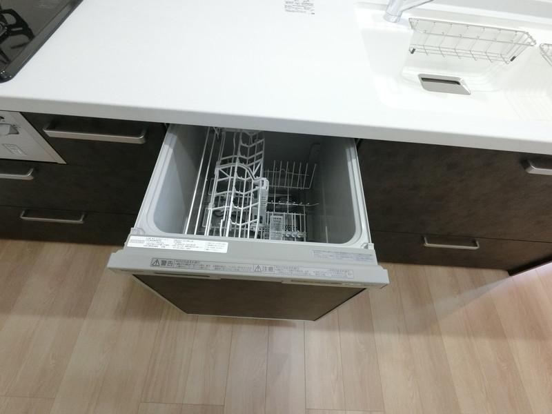 後片付けもラクラクな食器洗乾燥機付き