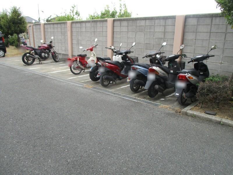 バイク置場も完備されています