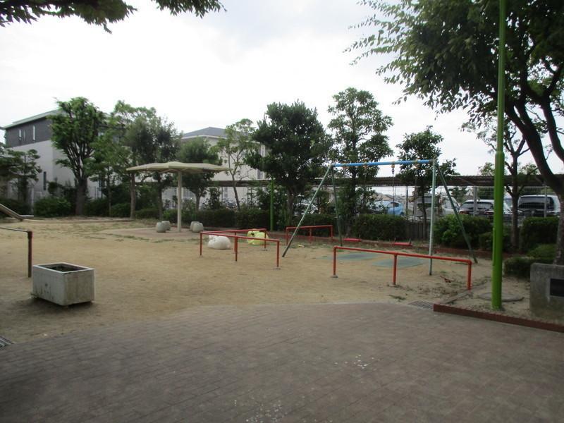 近隣には公園もあります。