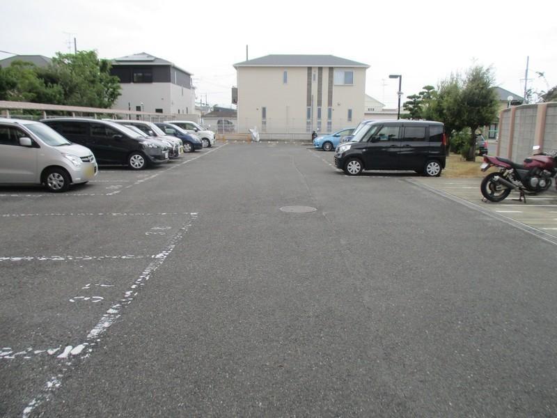 駐車スペース、充分あります。