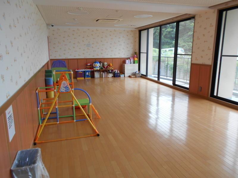 キッズルーム(無料)があります。小さいお子様も安心して遊べますね。