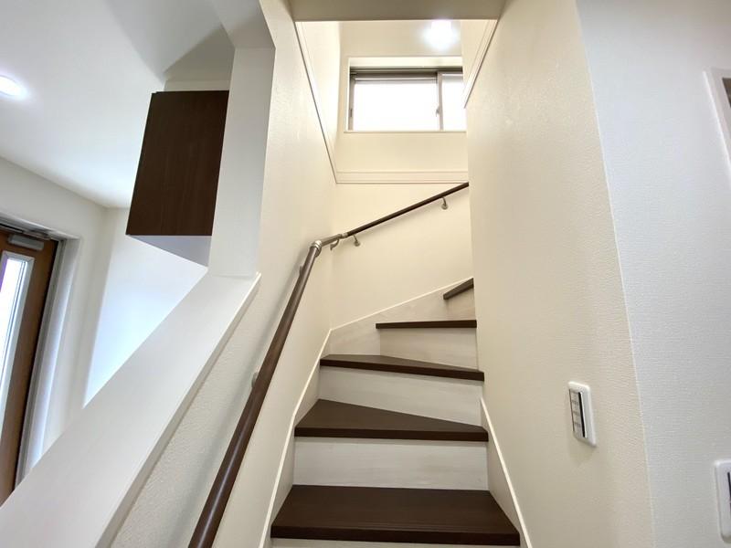手すり付きの優しい階段