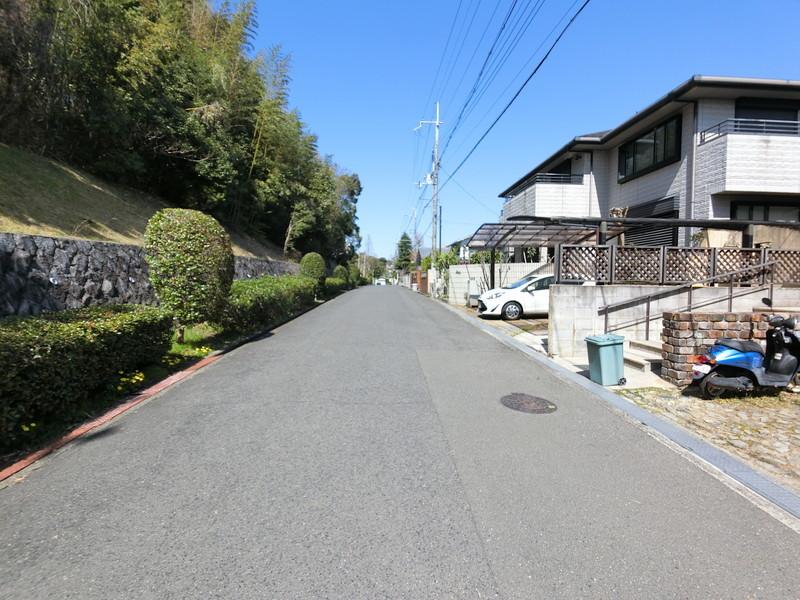 前面道路も交通量は少なく静かな住宅街です