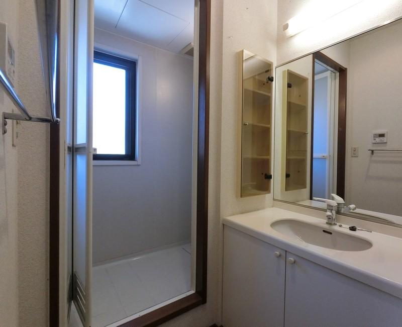 2階にはシャワールームもございます