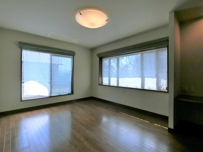 2階 主寝室大きなベッドを入れてもくつろぎの空間は確保できます