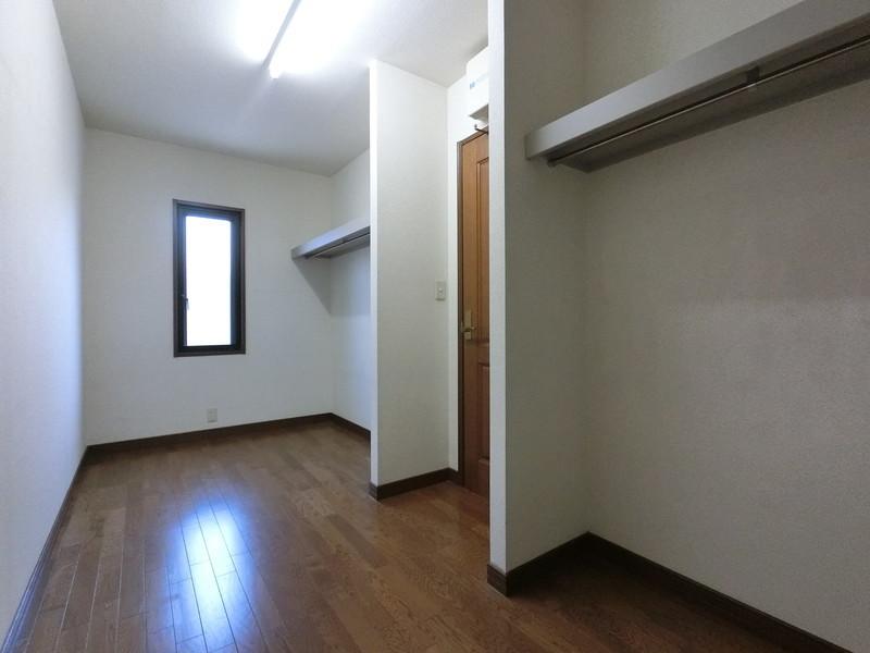 大容量のウォークインクローゼットがあれば大きめの家具なんていらないですね