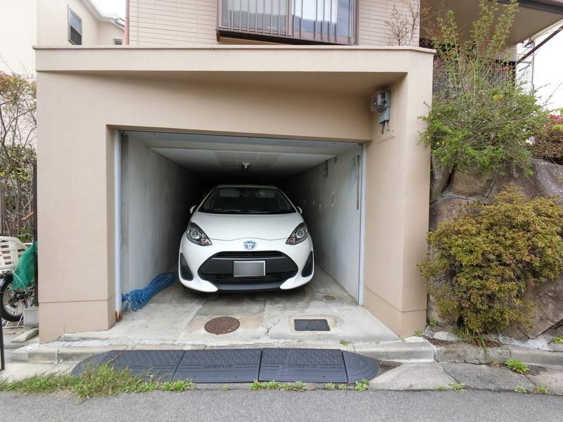 【駐車場】シャッターガレージ♪お車を大切に保管できます。高さ制限あります。