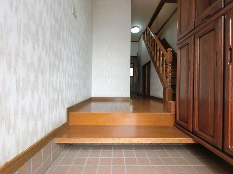 【玄関】シューズボックス付で片付いた玄関をキープ