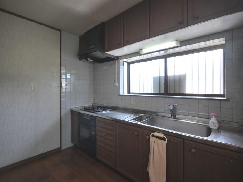 【キッチン】明るい窓のあるキッチンはお料理がはかどります♪