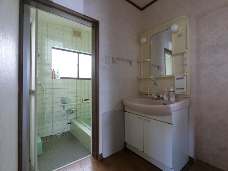 【洗面所】ゆとりの洗面スペースで朝の身支度もスムーズに