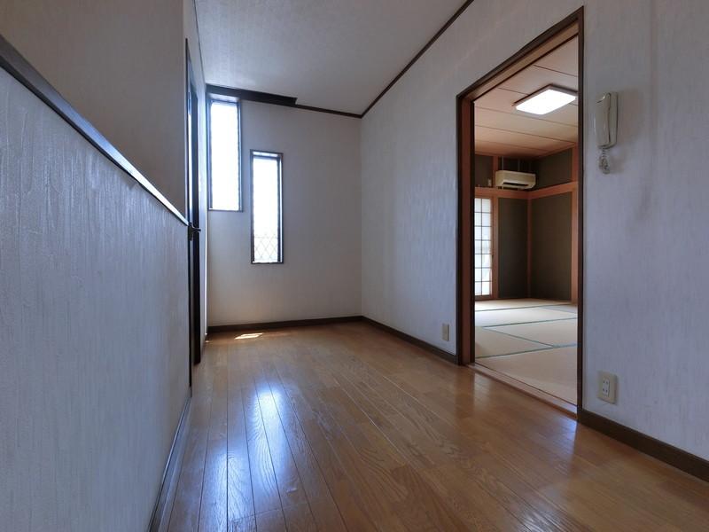 【2階ホール】広々して明るいホール