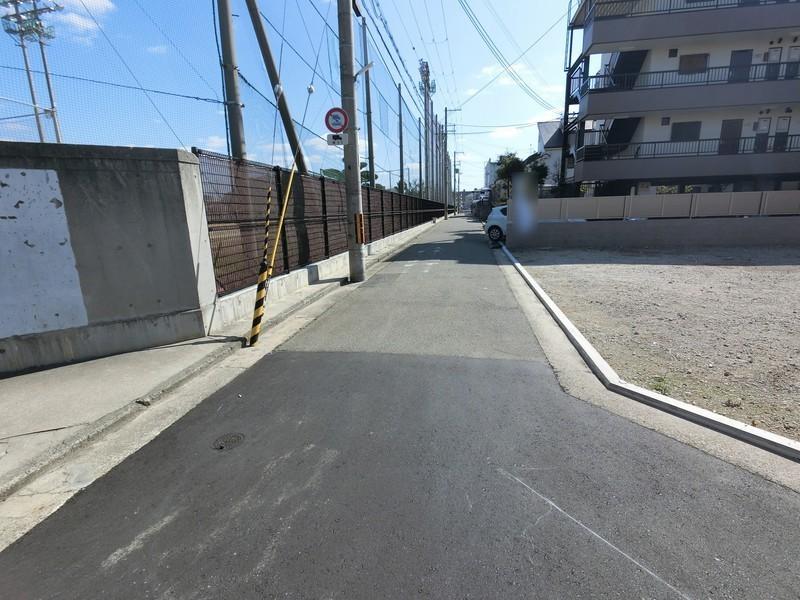 堺市立「三国丘中学校」まで、徒歩2分です