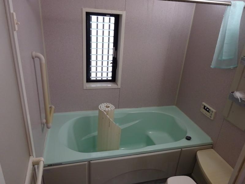 浴室には浴室暖房乾燥機が付いています