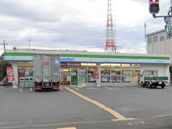 ファミリーマート松屋大和川通店まで70m 徒歩1分