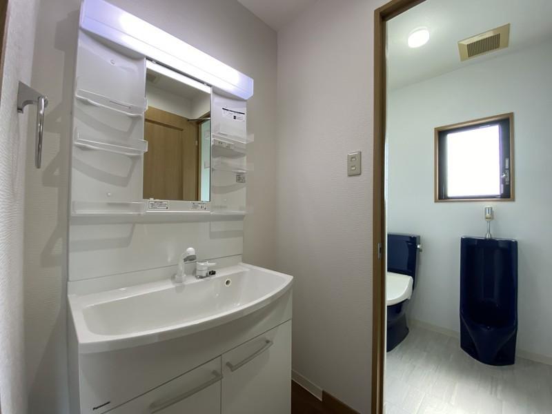 3階洗面室およびトイレ