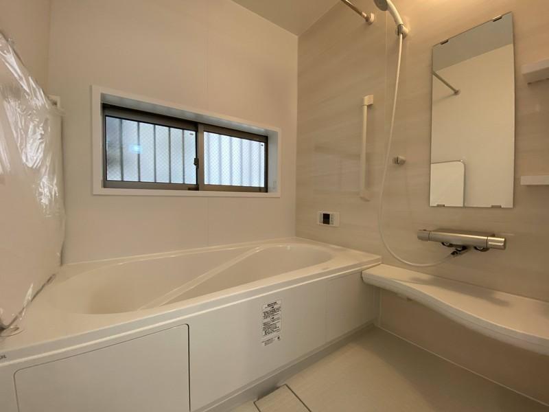 【浴室】今日も一日お疲れ様でした広い湯舟に浸かって、今日一日の疲れを癒して下さい。追いだき機能付 浴室換気暖房乾燥機付