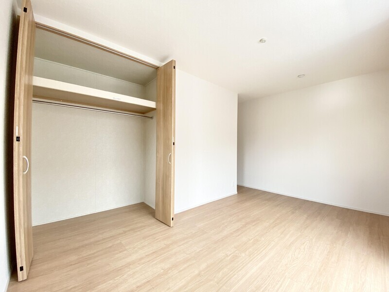 【洋室6.0帖/収納】全居室収納付きなのでお部屋がスッキリ片付きますね♪ご家族との思い出も大切に仕舞っておけます♪