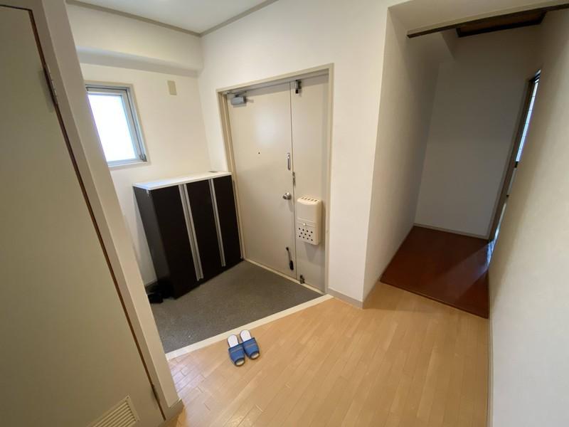 ◆玄関 ◆靴収納で玄関もスッキリ ◆窓が付いているので明るい玄関です ◆明るい玄関でお客様をお出迎え♪