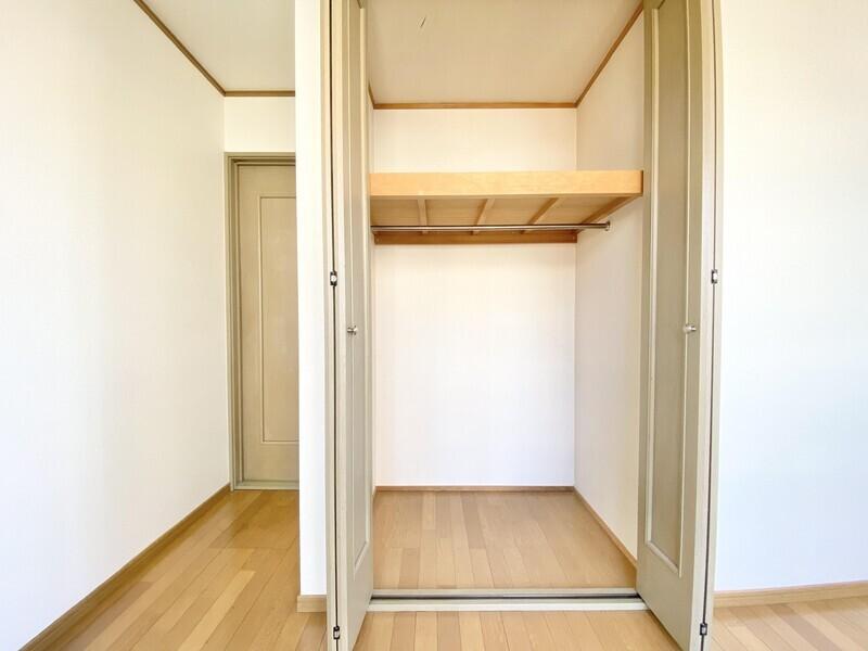 【3F 洋室】バルコニーに面した二面採光の洋室です♪ クローゼットも備わっていますから収納も安心です♪