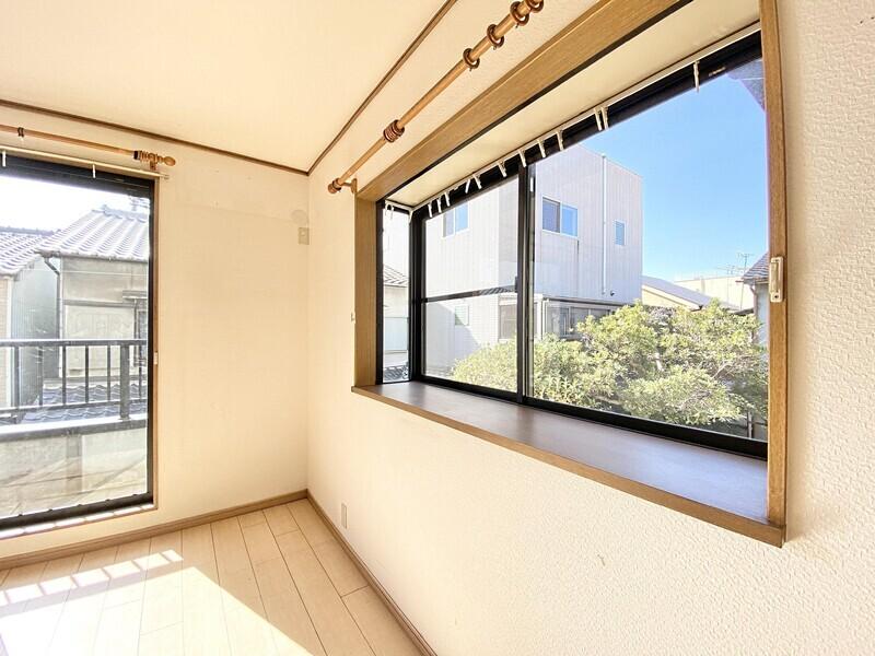 【出窓】2Fと3Fのお部屋に出窓が5ヶ所あります♪